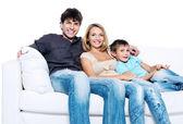 Mladá rodina s krásné dítě — Stock fotografie