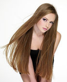 Tonåring med vackra långa hår — Stockfoto