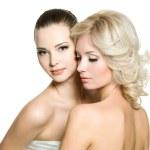 lindas e sexy mulheres adultas jovens posando em branco — Foto Stock