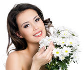 Happy woman with bouquet of flowers — Stock Photo