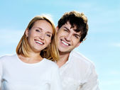 Beautiful couple on blue skiy — Stock Photo