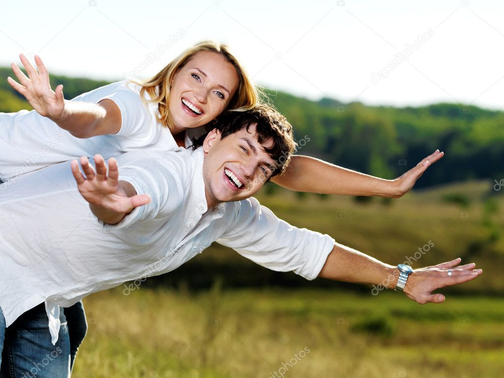 Portrait of young happy beautiful couple on nature   — Stock Photo #5188936