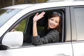 Succesvolle vrouw in de nieuwe auto — Stockfoto