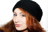 Porträtt av en vacker flicka i hatten — Stockfoto
