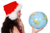 Kerstmis meisje met globe — Stockfoto