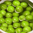 Tin can with green peas — Foto de Stock