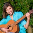 Teenage girl with guitar — Stockfoto #5116230