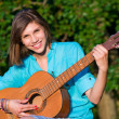 Teenage girl with guitar — 图库照片 #5116230