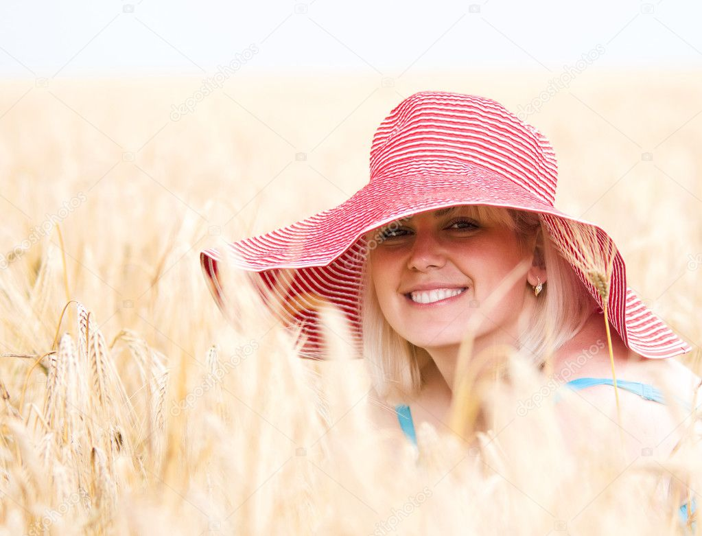 Beautiful woman with hat in wheat meadow on sunny day — Stock Photo #5271551