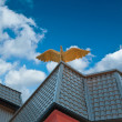 Figure of eagle on the roof of house — Stock Photo