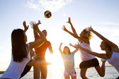 Volleyball am strand — Stockfoto