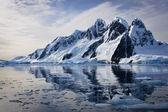 χιονισμένα βουνά — Φωτογραφία Αρχείου