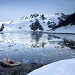 Boat in Antarctica — Stock Photo