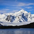 Snow-capped mountains — Stockfoto