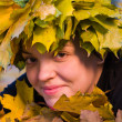 Girl in wreath of leaves - Foto Stock