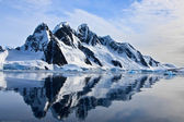 Ośnieżone góry — Zdjęcie stockowe