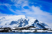 Snow-capped mountains — Stock Photo