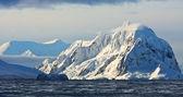 Splendide montagne innevate — Foto Stock