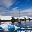 Yacht in Antarctica — Foto Stock