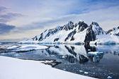 美しい雪をかぶった山々 — ストック写真