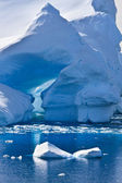 Antarctic iceberg — Stock Photo