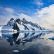 Snow-capped mountains in Antarctica — Stock Photo