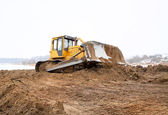 A yellow bulldozer working in the winter — Stock Photo