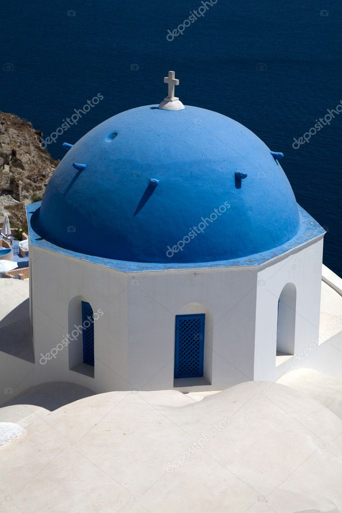 Small church in the greek island of santorini — Stock Photo #4862411
