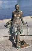 Sculpture of a woman on the waterfront, the city of Veliky Novgorod — Stock Photo