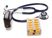 Stethoskop, tabletten und arzt siegel — Stockfoto