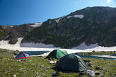 Kamp in de hoge bergen — Stockfoto