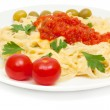 Pasta with cheese and sauce of peppers, tomatoes and garlic — Stock Photo