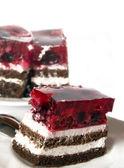 Pastel de chocolate con jalea de fruta — Foto de Stock