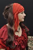Encantadora dama sênior no vestido vermelho antigo — Fotografia Stock