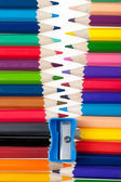 Fastener renkli kalemler üzerinden — Stok fotoğraf