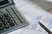 The calculator and the financial report — Stock Photo