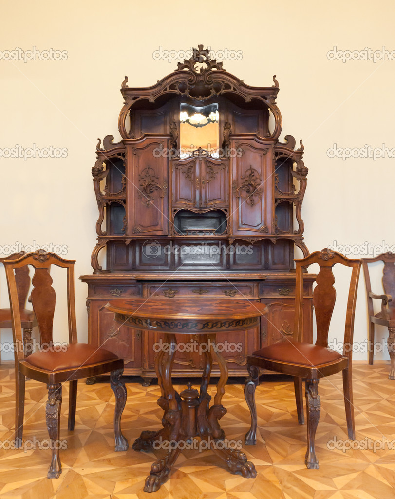 Ancient furniture. 1600-1700 years. A museum piece castle Lvov, Ukraine — Stock Photo #5198603