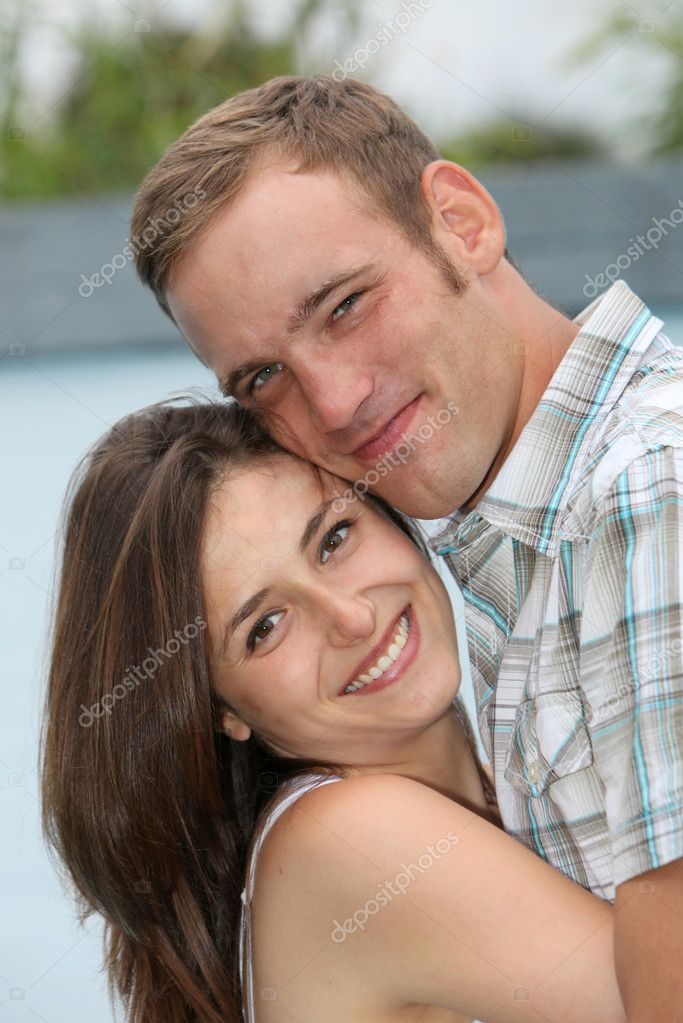 A young amorous young couple embrace lovingly — Stock Photo #4915047