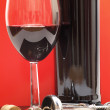 Wine glass, bottle and opener - 图库照片