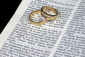 Love is Patient Bible Verse with Rings — Stock Photo