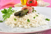 Organic risotto rice with asparagus and parsley — Stock Photo
