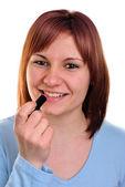 在她的手中的红色唇膏的年轻女人 — 图库照片
