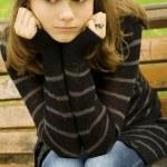 krásná dívka v parku — Stock fotografie