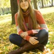 Girl in the Park in autumn — Stock Photo