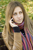 Young woman talking on the phone — Stock Photo