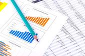 Analiza finansowa z wykresami — Zdjęcie stockowe