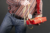 A man gets on the hip a gift — Stock Photo