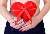 Closeup of a woman holding a Valentine's Day heart — Stock Photo