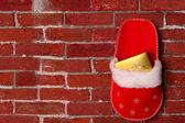 рождественский подарок на стене — Стоковое фото