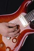 музыкант играл на гитаре - фоновая музыка — Стоковое фото